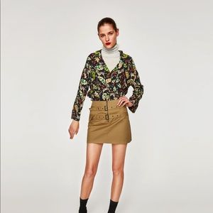Mini skirt with double belt